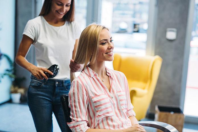 Najlepszy fryzjer i kosmetyczka w Rzeszowie? Wiemy, jak ich znaleźć!
