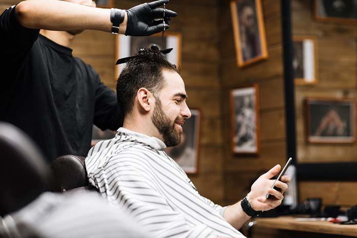 Najmodniejsze fryzury męskie w 2019 – sprawdź zestawienie fryzur